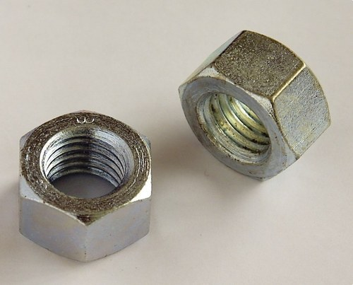 Tuerca hexagonal DIN934 M18 zincado