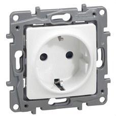 LEGRAND 664731 Toma NILOE 2P + TT automático protección inferior blanco